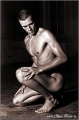 nude-male-posing